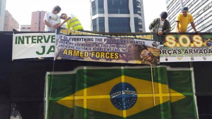 Manifestantes em 12/04